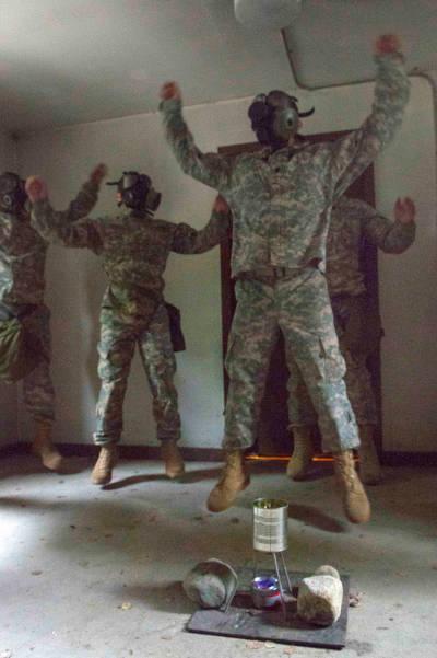 ¿Ya lo recuerdas? ¡Aparece muchas veces en entrenamientos militares y en películas de guerra!