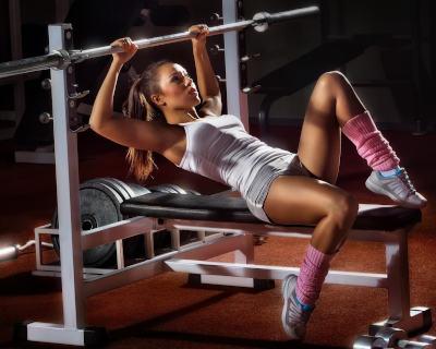 ejercicios de fuerza en el gym