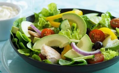 Fresca y deliciosa ensalada de palta