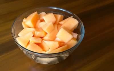 Comer melón en cubitos es un excelente y saludable aperitivo