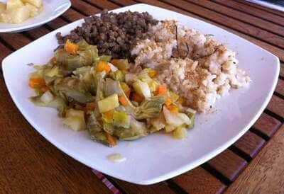 Una opción interesante es incluir el arroz integral en ensaladas