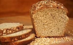 El pan integral es una gran opción para tu dieta, gracias a su gran variedad de nutrientes
