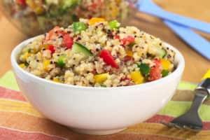 Con una ensalada de quinua puedes aprovechar los beneficios de varios alimentos de forma balanceada