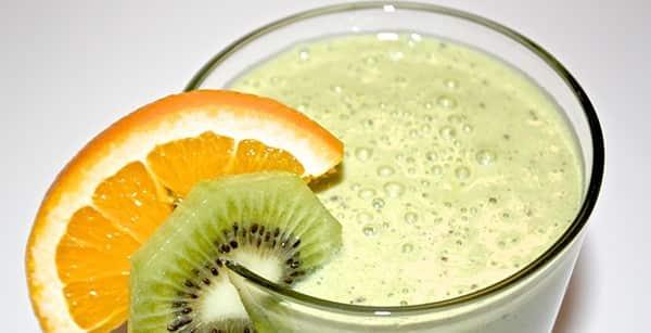 jugo de naranja y kiwi